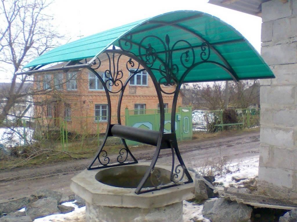 Поликарбонатная крыша домика