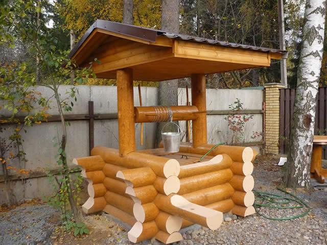 Домик над колодцем весьма полезное сооружение