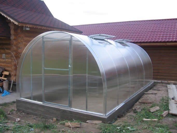Виды теплиц из поликарбоната и их конструкции