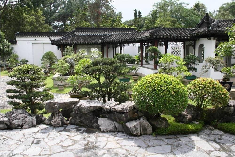 Создавая дизайн двора Вы можете использовать любой стиль. Главное чтобы все выглядело гармонично.