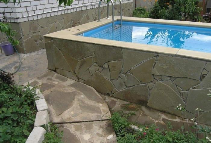 Бетонный бассейн в саду