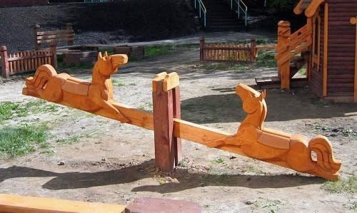 Качели балансир своими руками из дерева фото