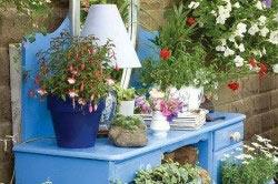 Комод - подставка для цветов
