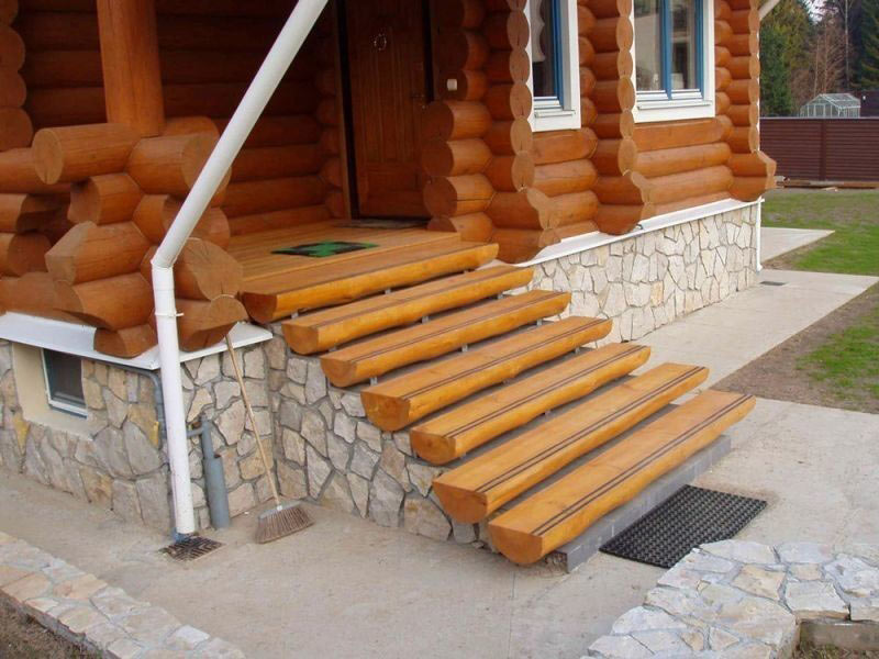 Сооружение крыльца для деревянного