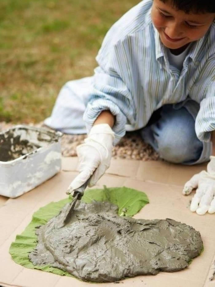 Нанесение цемента на лист