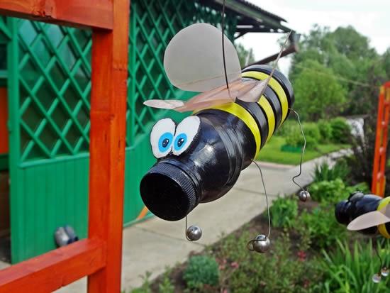 Пчела из пластиковой бутылки