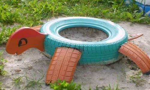Черепаха-песочница из покрышки