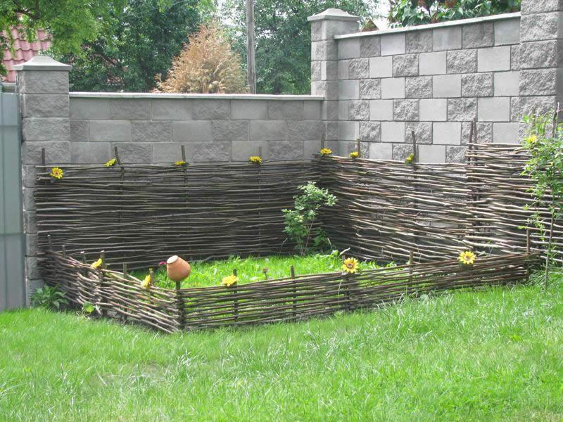 Забор из веток для дачи