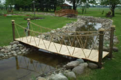 Подвесной мостик на даче