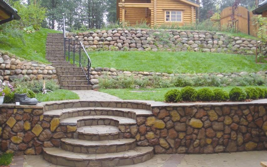 Природный камень в ландшафтном дизайне для подпорных стен
