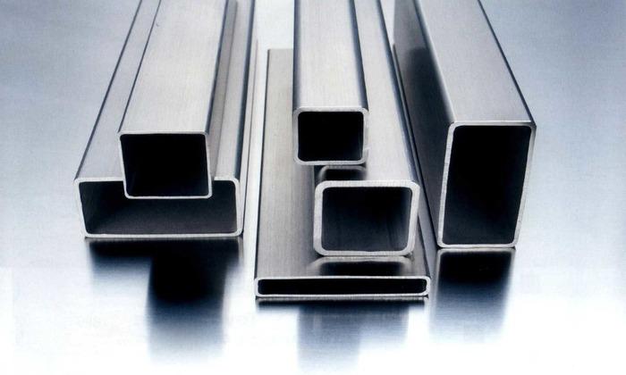 Так же понадобятся металлические трубы с квадратным или прямоугольным сечением размером